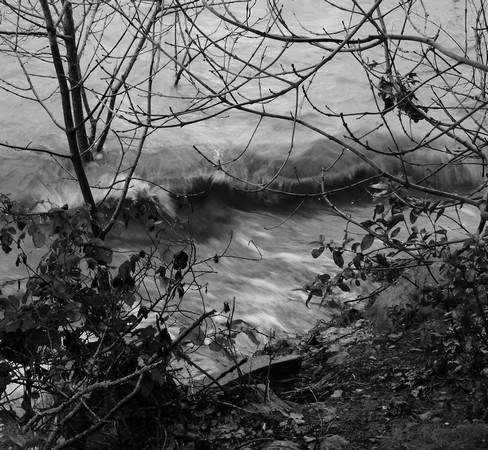Ce sirocco moyen, allié au niveau exceptionnel du Trasimène, suffisait à faire déferler de beaux rouleaux sur la rive.