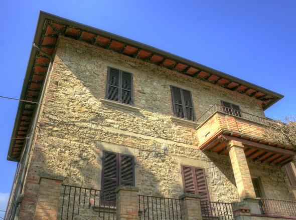 La dernière maison au sud de la via Guglielmi, située du côté du lac.