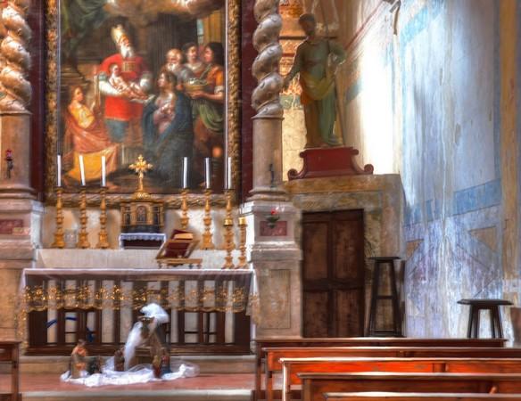L'autel de la chiesa Buon Gesù.