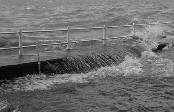 Et cela se termine chaque fois par un bouillonnement qui ne cesse de secouer notre malheureux bateau.