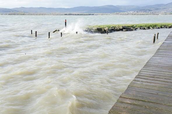 """A la pointe du """"Col du cygne"""", les vagues viennent également se fracasser les unes après les autres..."""