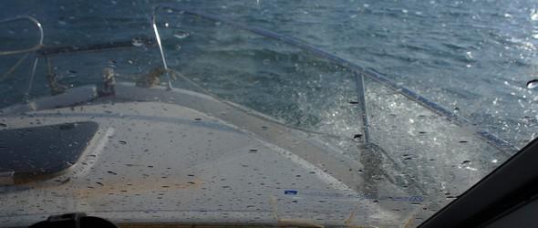 L'aller-retour IsolTuoro en bateau, sans être sportif, fut néanmoins suffisament ondoyant que pour nous permettre de soulever de belles gerbes d'embruns.