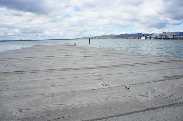 Vu le niveau du Trasimène, le débarcadère privé du restaurant effleure pratiquement la surface du lac.