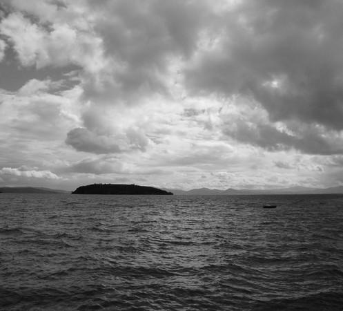 Les masses nuageuses ne sont pas négligeables au-dessus de l'Isola Maggiore - 28 février 2014, à 12H30.