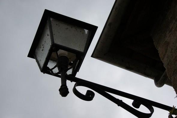 Une des nombreuses lanternes de la via Guglielmi à l'Isola Maggiore.