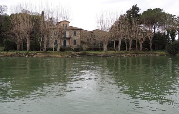 La dernière maison de notre parcours est située à la point nord de l'Isola Maggiore.