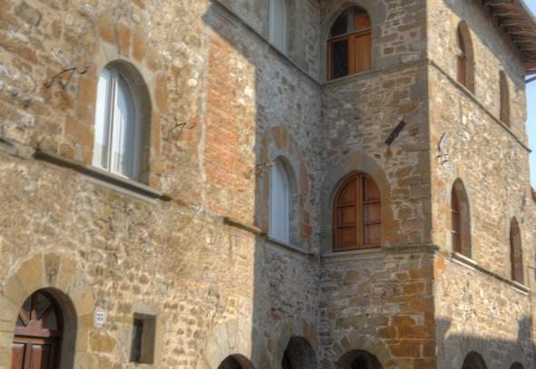 Palazetto médiéval  (XIII° ou XIV° siècle).