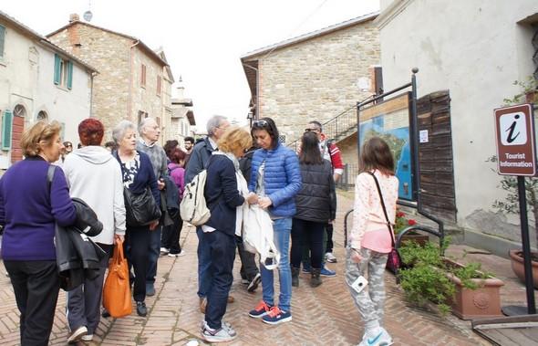 Première visite obligée le Centre d'information où les guides multilingues de l'Isola Maggiore sont à la disposition des visiteurs.