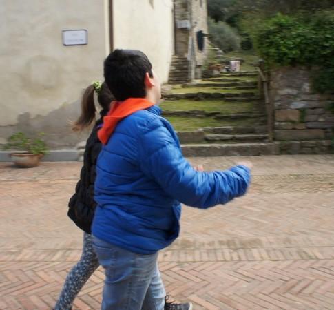 Certains jeunes préfèrent manifestement discourir entre eux que de jouer les touristes.