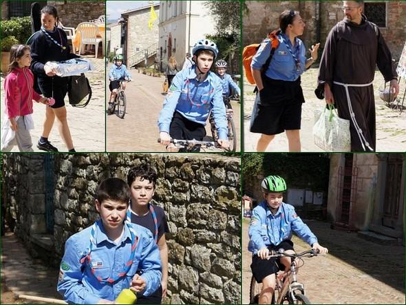 La via Guglielmi bourdonne du débarquement d'une troupe de jeunes scouts provenant des environs de Perugia.