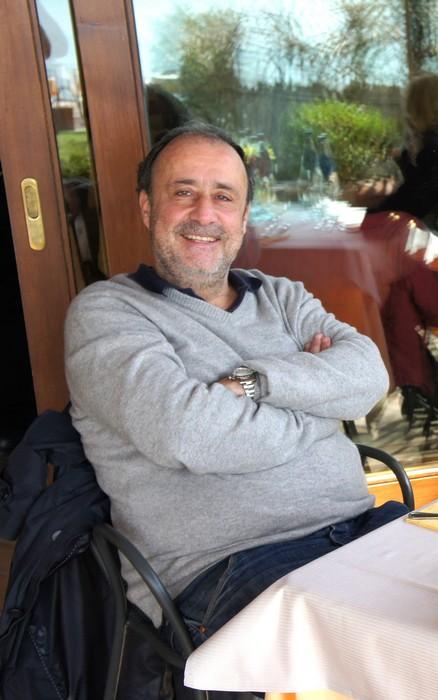 Sergio Piazzoli rilassa il pranzo in un ristorante dell'Isola Maggiore - 25 marzo 2012.