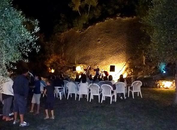 il piccolo teatro creato da Sergio nel suo giardino di Isola Maggiore.
