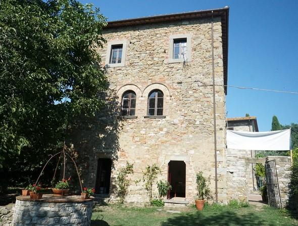 La facciata lato giardino della casa del vescovado