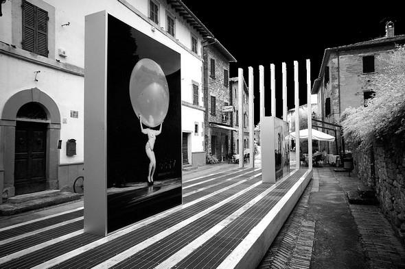 """Depuis le 25/07/2014, à l'Isola Magiore, Via Guglielmi, exposition de six photos de Steve McCurry, tirées de son exposition """"Sensational Umbria""""."""