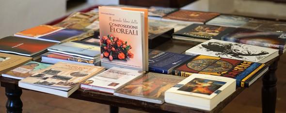 Nuova galleria di libri d'arte all' Isola Maggiore