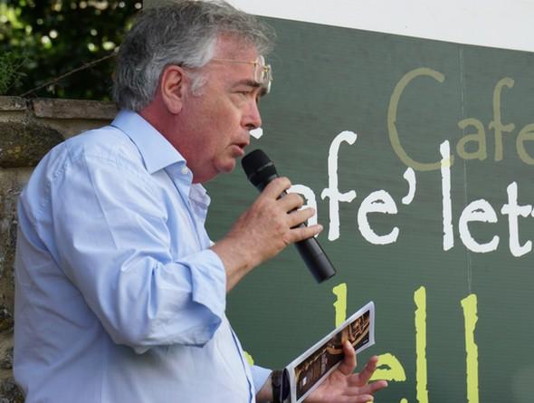 In piena azione, Italo Marri, creatore e organizzatore dell'Isola del Libro,  29/06/2014.