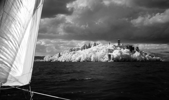 On commence à doubler la pointe sud de l' Isola Maggiore...