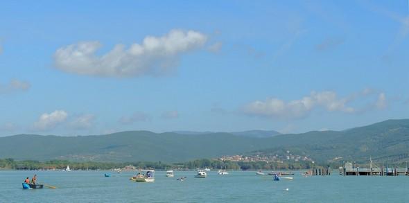 10:31 - Et toujours cet afflux continu de barques... -  E ancora il continuo afflusso di imbarcazioni