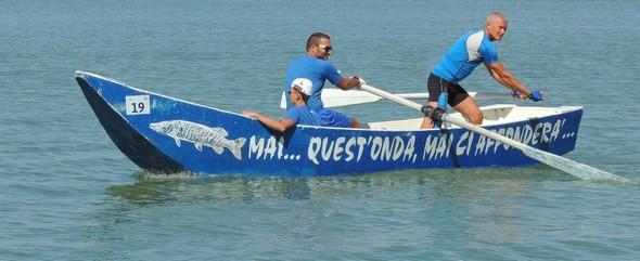 10:44 - Une dernière barque traditionnelle du Trasimène - Un ultima barca tradizionale del Trasimeno.