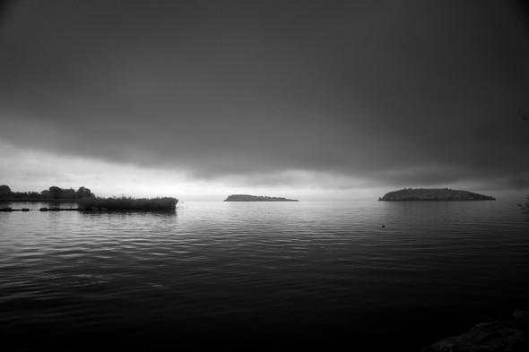 Rive du lac, Isola Minore et Isola Maggiore à l'aurore.
