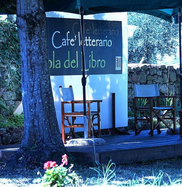 Posto del Café Letterario all' Isola Maggiore.