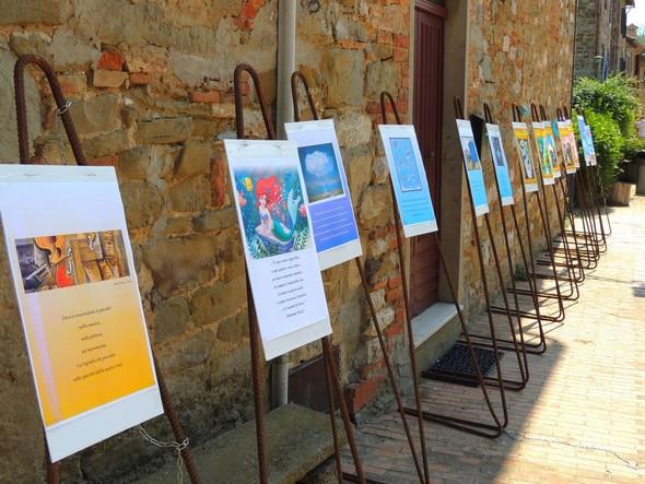 In agosto 2013, in via Guglielmi, all' Isola Maggiore: esposizione dei risultati del lavoro dei partecipanti al seminario.