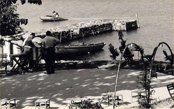 Il porto del albergo in 1951.
