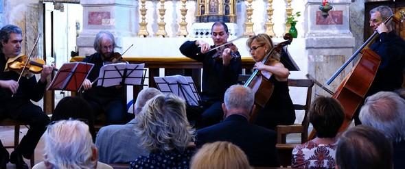 Umbria Ensemble suonando nella chiesa del Buon Gesù il 6 settembre 2014.