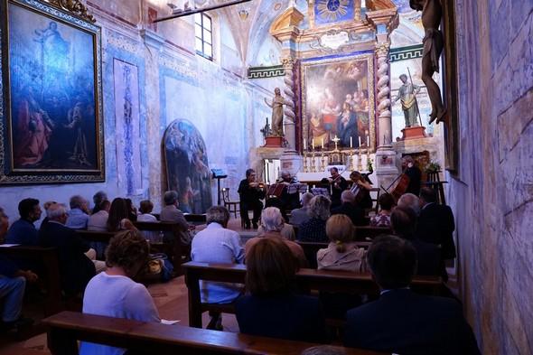 Un altra vista nella chiesa del Buon Gesù.