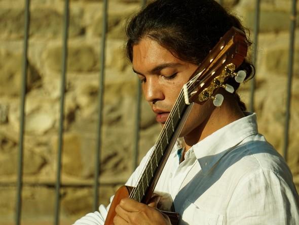 Marcelo Marun Cardozo durante il suo concerto di chitarra classica all'Isola Maggiore?