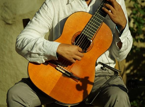 Il fascino eterno della chitarra classica ...
