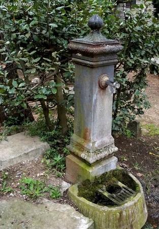 Et quoi de mieux à la fin d'une ballade que le réconfort d'une fontaine (hélas, cette fois avec de l'eau non potable !).