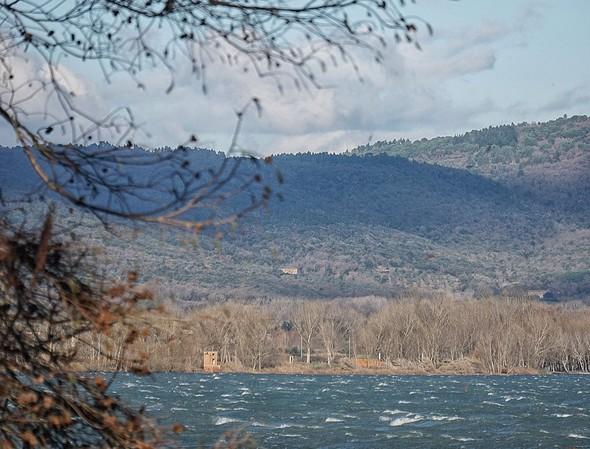 Idem. De l' Isola Maggiore, la partie du Trasimène qui nous sépare de la rive de Tuoro-sul-Trasimeno.