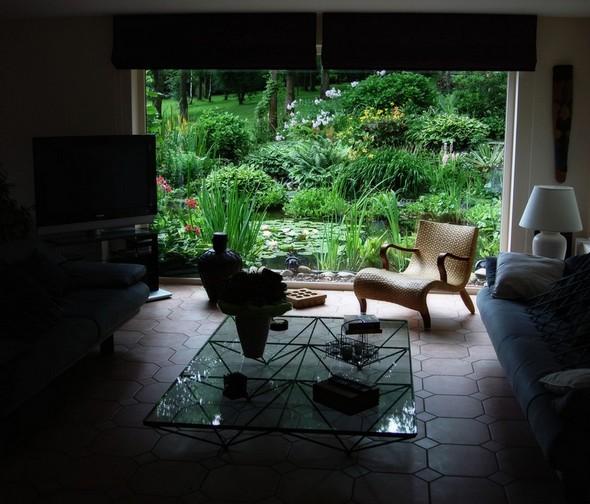 """L'étang qui jouxtait la baie de notre maison en Belgique, avait été transformé par Fabienne en un véritable tableau """"à la Claude Monet""""."""