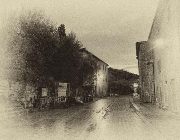 En quittant la piazzetta de San Francesco, on vient de tourner à droite en direction du sud vers le bar de Silvia, tout au fond à droite.