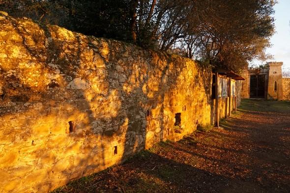Entrée ouest du jardin du château Guglielmi - 16:20.
