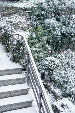 Escalier extérieur menant au premier étage.