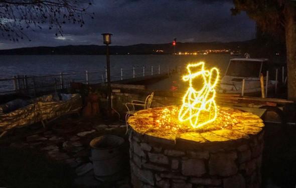 Illuminazione del nostro giardino durante la festa di Natale. 6 dicembre 2014.