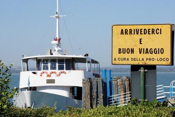 I traghetti sono il cordone ombelicale che garantisce la sopravvivenza della nostra piccola comunità.