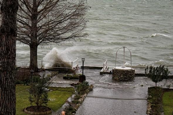 Et sans cesse l'eau du Trasimène se déverse dans notre jardin... 11:10