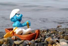 Le Schtroumpf rêveur accoste à l'Isola de ses rêves.