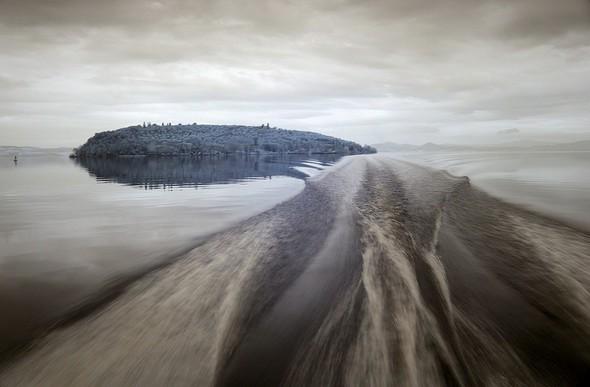 En s'éloignant à grande vitesse de l'Isola des Schtroumps...