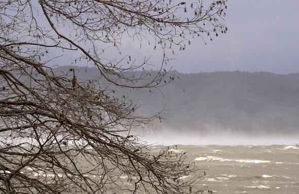 Effets spectaculaires de la Tramontane sur les eaux du lac Trasimène.05/03/2015,  08:51