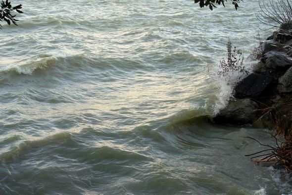 A l'esplanade de saint François, les vagues se succèdent inlassablement...