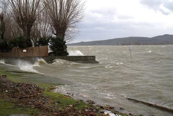 Les vagues à la pointe nord de l'Isola Maggiore.5 mars 2015,   11:59.