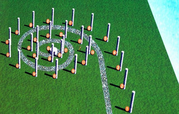Une grande spirale caudée  dessinée par 27 colonnes/sculptures.