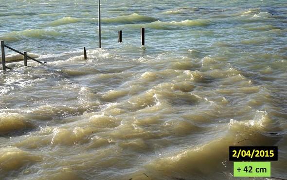 Notre darse regorge d'eau. Le premier niveau de  notre quai est sous eau, ainsi que le début du deuxième niveau !2 avril 2015.