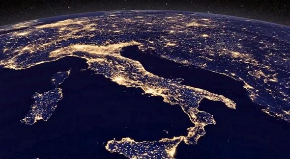 La botte italienne de nuit, et les pays voisins.