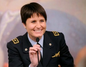 Samantha Cristoforetti en uniforme de l'Armée de l'Air italienne.