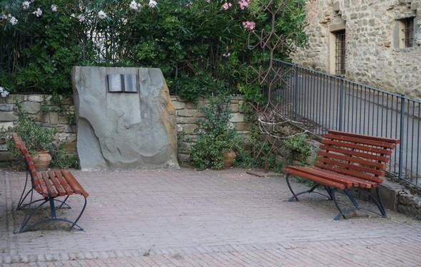 Monument de reconnaissance aux pêcheurs de l'Isola Maggiore pour le sauvetage des juifs en 1944.